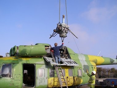 Lowering the Main Gearbox onto Mi-8P, 618